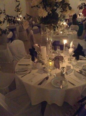 Medallion Hall Hotel: Wedding reception table decor