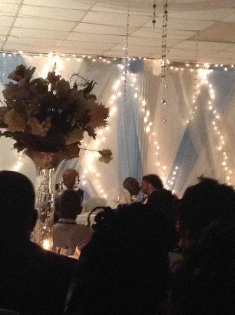 Medallion Hall Hotel: Wedding reception backdrop