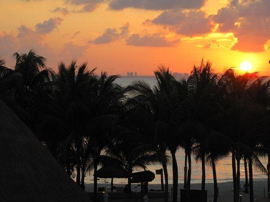 Isla Mujeres Palace: Amazing sunsets!