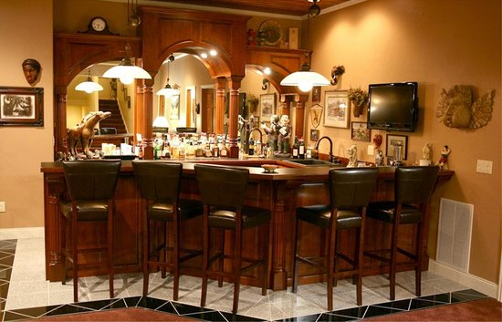MountainAire Lodge : The Game Room bar
