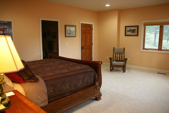 MountainAire Lodge : The King Suite