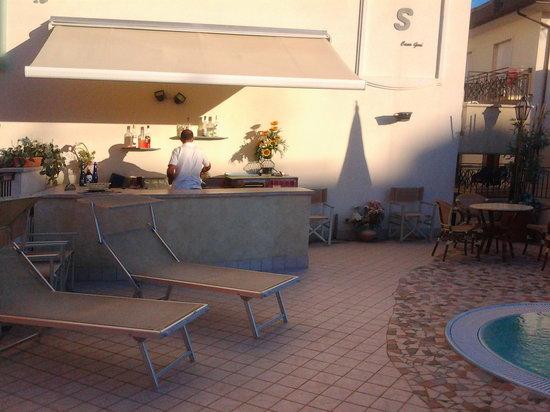 Hotel Cannes: aspettando mezzogiorno - l'aperitivo