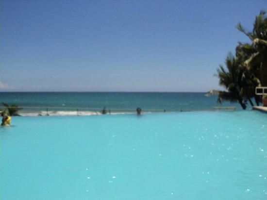 Parador MaunaCaribe: infinity pool