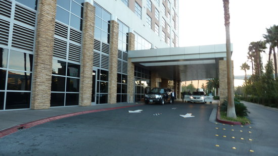 Renaissance Las Vegas Hotel: Two Lane Access Blocked To Parking Garage ( Again )