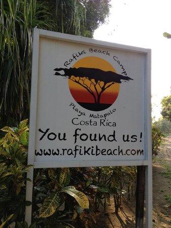 Rafiki Beach Camp: Front entrance