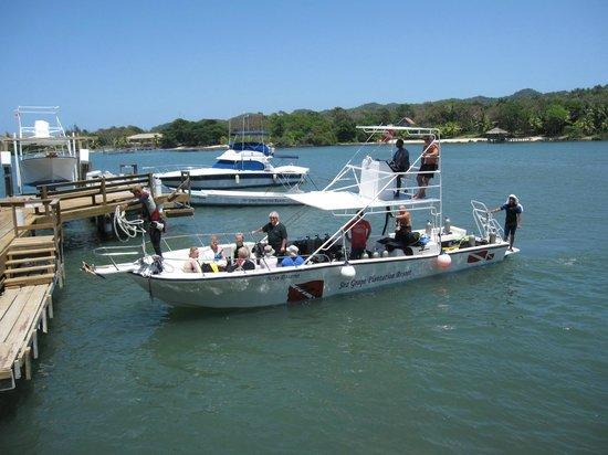 Seagrape Plantation Resort: Seagrape boat