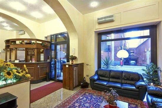 Hotel Pavone: living