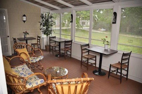 Belvedere Bed & Breakfast: Breakfast Patio