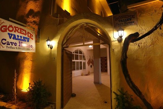 Goreme Valley Cave House: Hotel Entrance