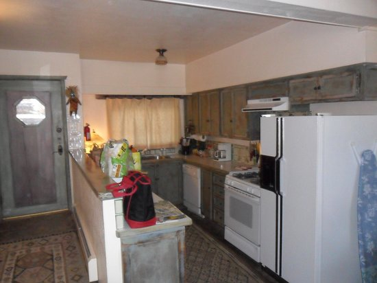 Inger Jirby's Guest Houses: kitchen