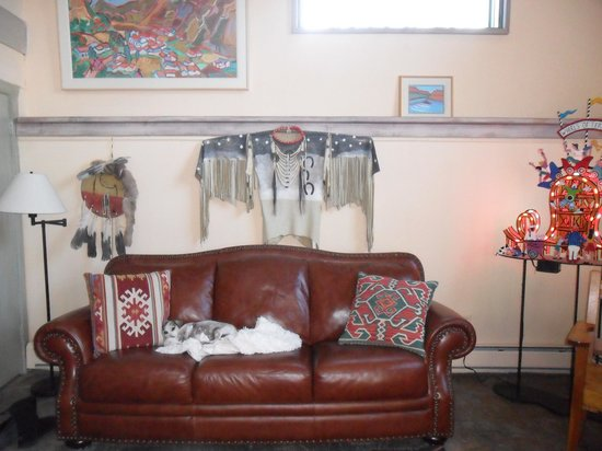 Inger Jirby's Guest Houses: den and pet friendly