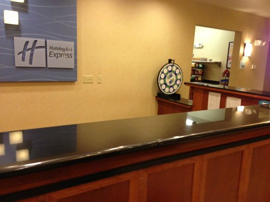 Holiday Inn Express Syracuse / Fairgrounds: Front Desk