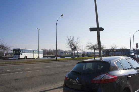 Ibis Budget Honfleur : Car Park over 'Marina' - 4 euros for 24 hours