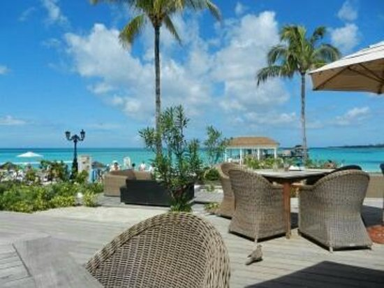 Sandals Royal Bahamian Spa Resort & Offshore Island: Seating outside the pizza place