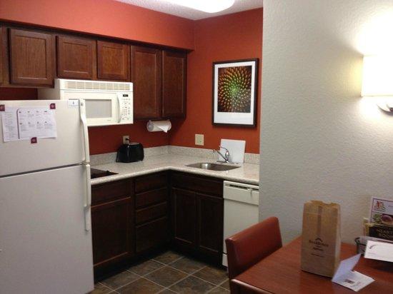 Residence Inn Charleston Airport: Kitchenette