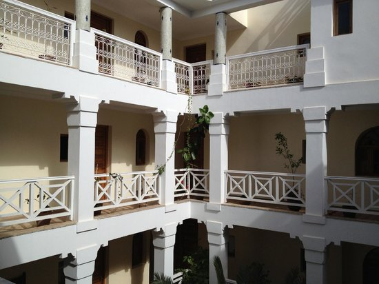 Riad Dar L'Oussia : rooms on open courtyard