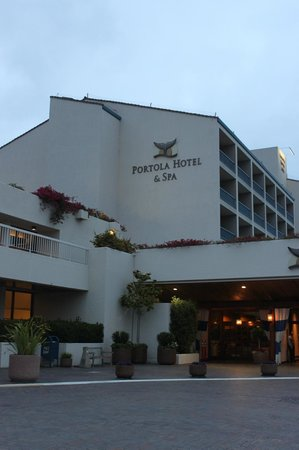 Portola Hotel & Spa at Monterey Bay : Hotel entrance