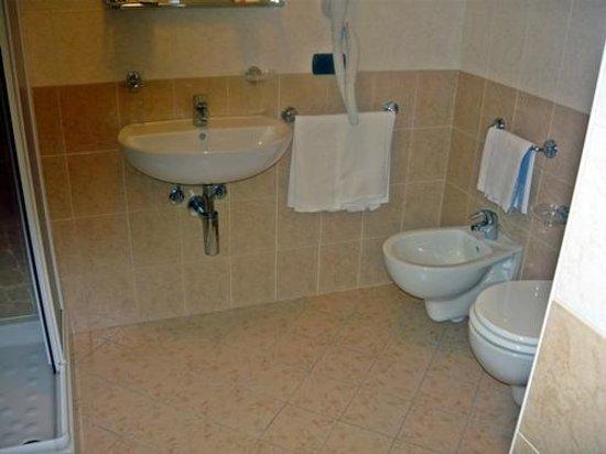 Hotel Villaggio Girasole: Bathoom