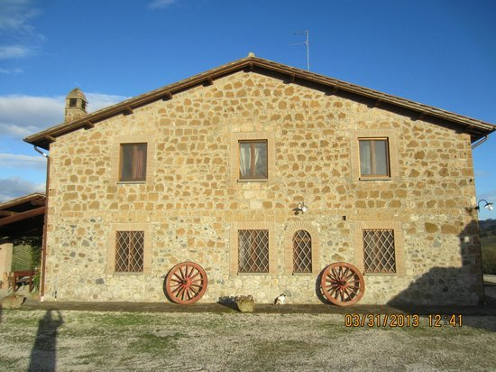 Agriturismo Cioccoleta: This is just the side of the building, trust me it's beautiful