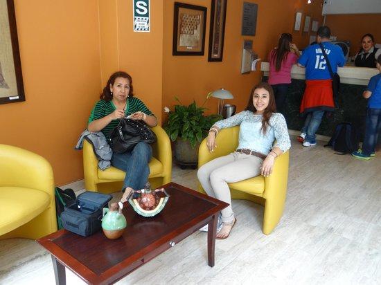 Mariel Hotel & Apartments: Hotel Lobby