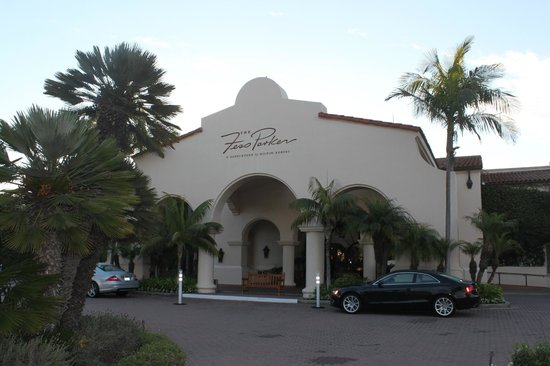The Fess Parker - A Doubletree by Hilton Resort: hotel entrance