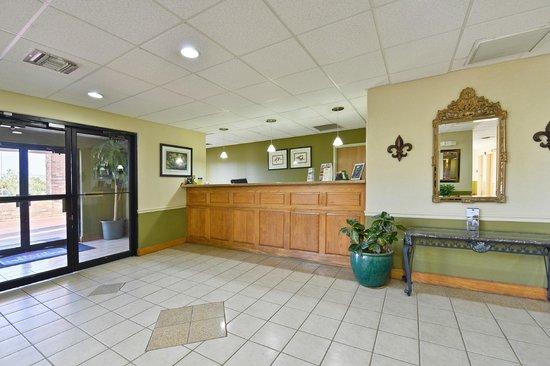 Best Western Rayne Inn: Lobby