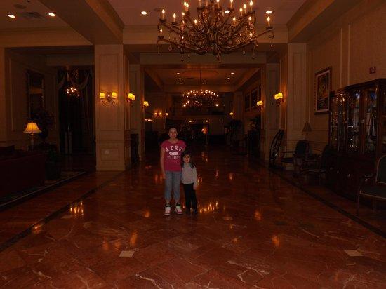 Jackson Marriott : hotel lobby
