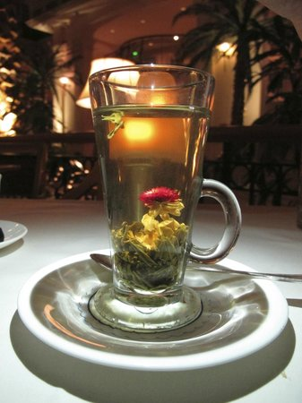 The Landmark London: Lover's tea... Blossoms from a ball to flower!