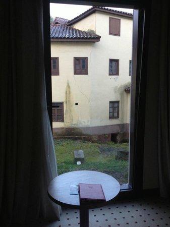 Gran Hotel Las Caldas: Esto es lo que se veia desde la habitación, a la derecha una ladera de piedra