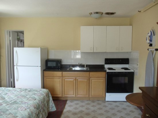 Days Inn Elmsford: Kitchenette