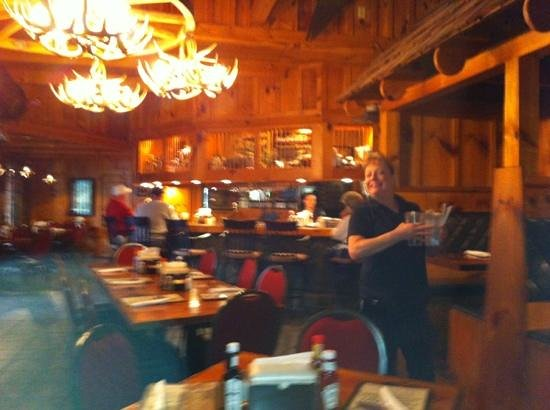 Dobson, Carolina del Norte: The most absolutely wonderful and entertaining waitress at The Depot. If you are lucky enough to