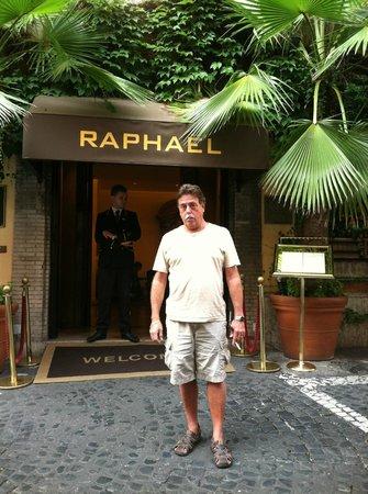 Hotel Raphael: Entrance