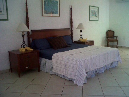 Caye Harbour Lodge : Premium Room Single