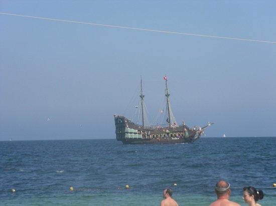 Hotel Abou Sofiane: Pirate Ship!