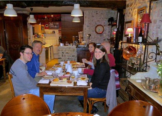 La Cour Sainte-Catherine: Charming French  Decor in Breakfast Area