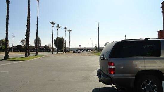 Howard Johnson Inn - Bakersfield: car park