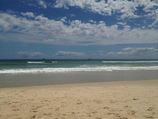 Byron Beachcomber Resort: view of the beach near Beachcomber