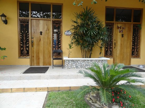 Casa Mariposa: apt front door