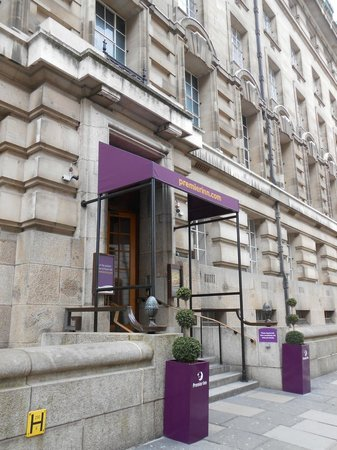 Premier Inn London County Hall Hotel: Premier Inn County Hall entrance