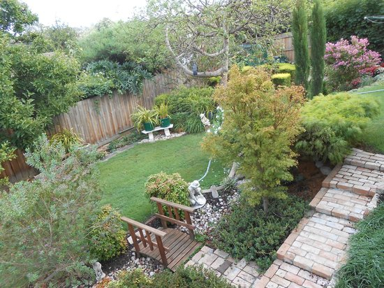 Austin Rise Bed and Breakfast: Austin Rise back gardens