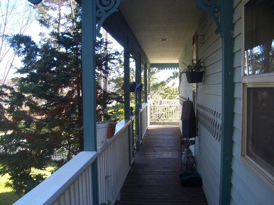 Huber's Inn Port Townsend: Deck.