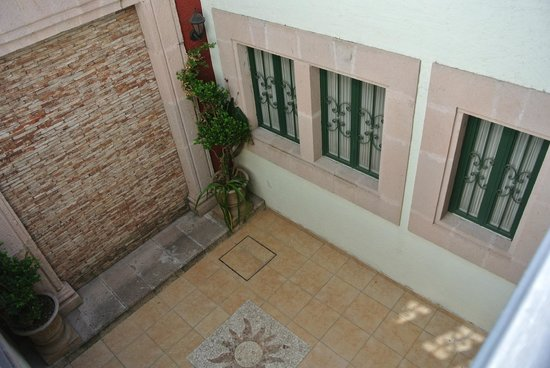 Casa Baden-Powell: Inner Courtyard - Windows to our Apartment