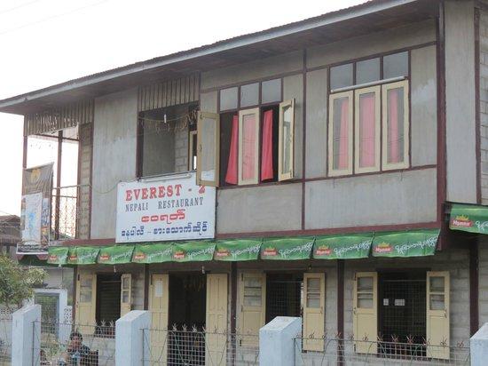 Everest Nepali Food Center : Outside