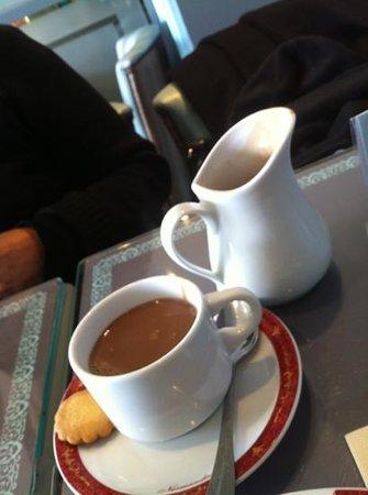 Dupont avec un thé : chocolat onctueux