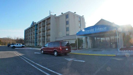 Howard Johnson Inn Lexington: Looks older outside but rooms are like new