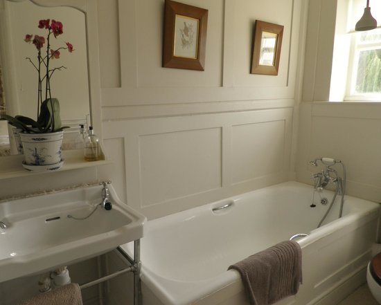 Delamore House : En-suite bathroom