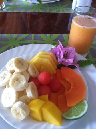 Villa Decary: Typical fruit plate at Villa Decary - YUM!!