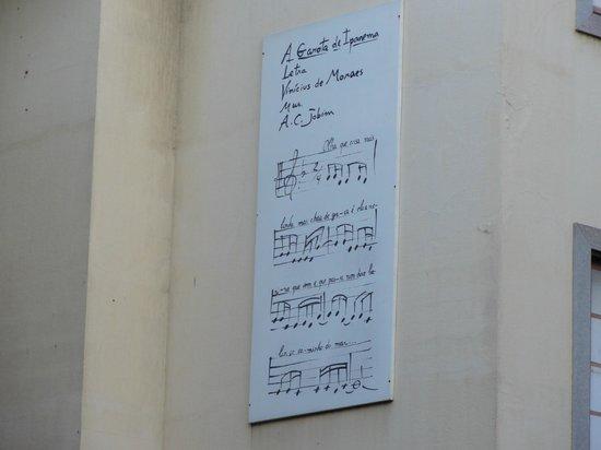 Sol Ipanema Hotel: Pentagrama canción La Chica de Ipanema, en restaurant a una cuadra del hotel