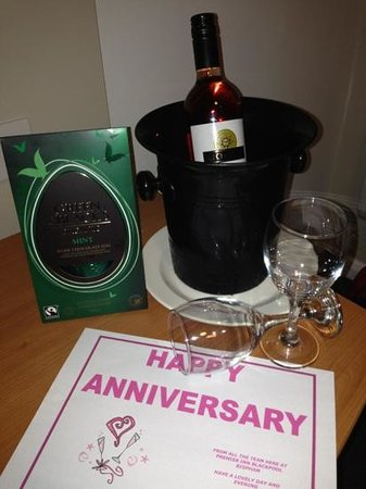 Premier Inn Blackpool (Bispham) Hotel: My kind anniversary gift from the staff!  Very thoughtful and much appreciated! xx
