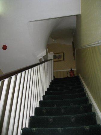 Avon Hotel : Stairway up